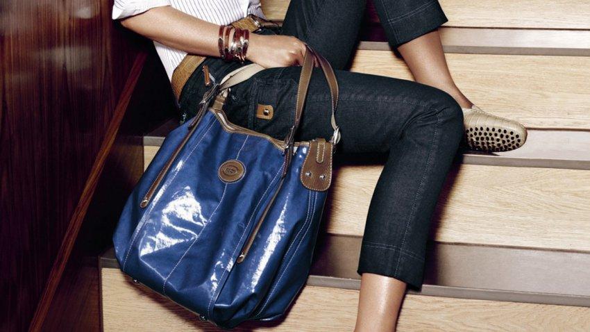 С чем носить лакированную сумочку?