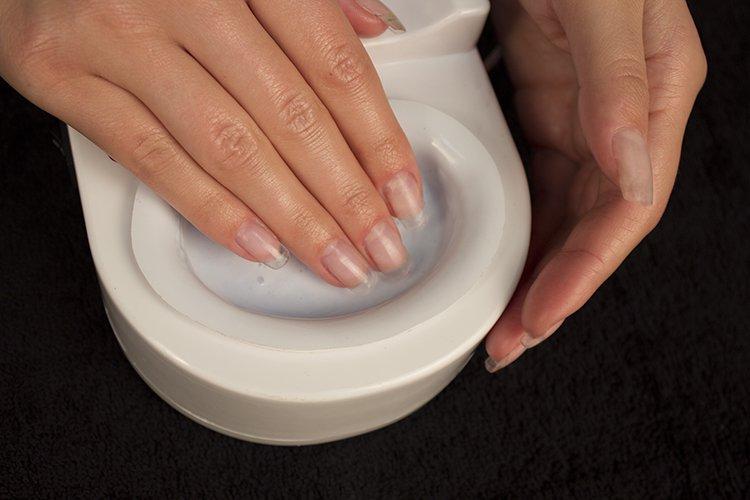 Домашний уход за ногтями с помощью горячего маникюра