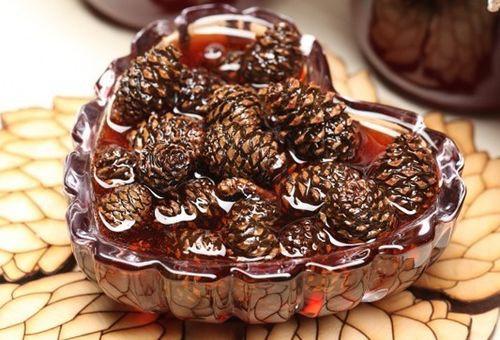 Как сварить полезное варенье из сосновых шишек