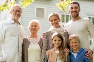 Материальная помощь на похороны близкого родственника: порядок и особенности выплат, уплата НДФЛ, правила оформления и получения