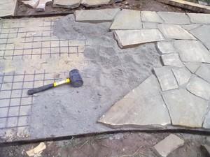 Технология укладки природного камня своими руками: общие рекомендации, виды укладки и камня