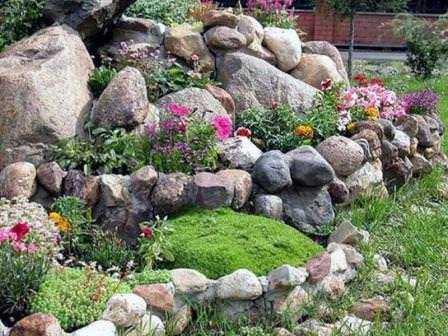 Как сделать красивые каменные клумбы для цветов – инструкции и фото