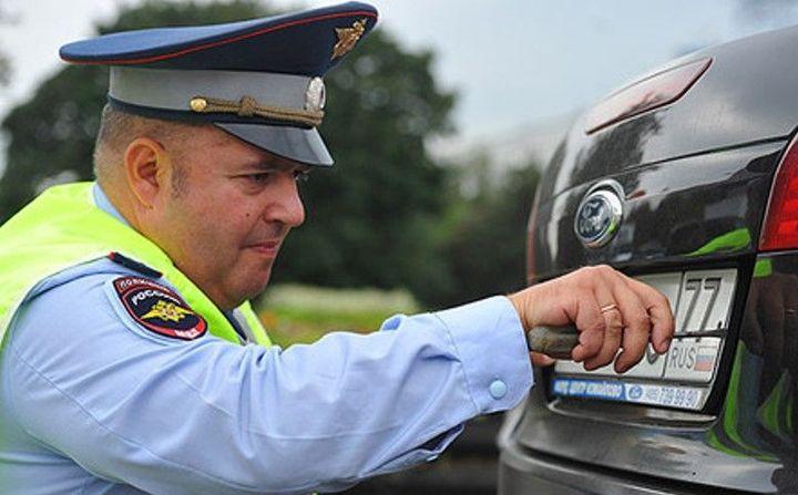 Путин запретил инспекторам ГИБДД снимать номера с машин с 2018 года