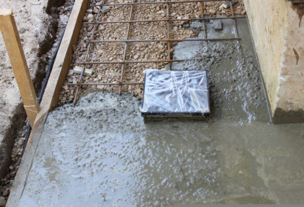 Тротуарная плитка на бетонное основание: технология укладки