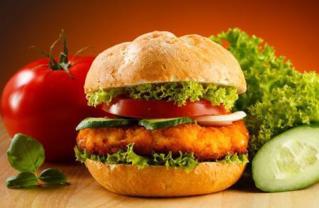 Состав и калорийность гамбургера домашнего и из Макдональдса