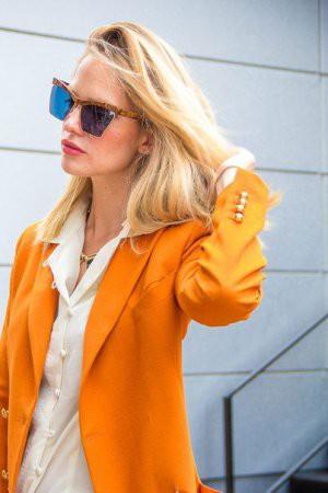 Одежда и аксессуары цвета мандарина
