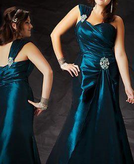 Как выбрать платье на полную фигуру