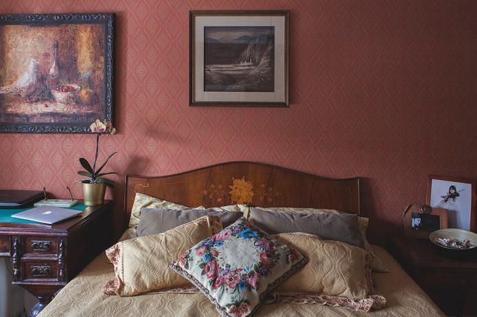 Бордовые обои в интерьере: 55 фото и идей для гостиной, кухни, спальни и детской