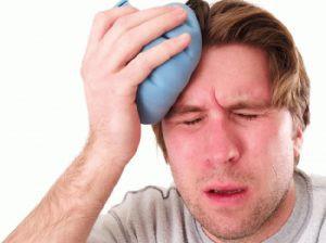 Болит голова после удара: симптомы и лечение