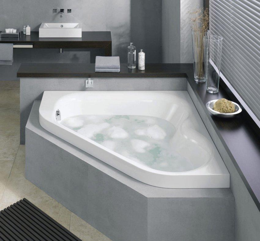 Дизайн интерьера с угловой ванной