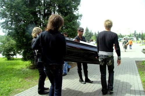В интернете появились фотографии с репетиции похорон Бари Алибасова