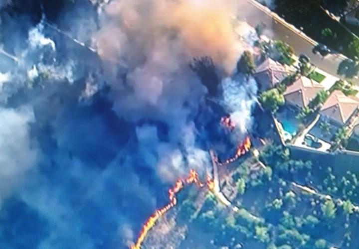 В США из-за пожаров эвакуируют десятки тысяч жителей