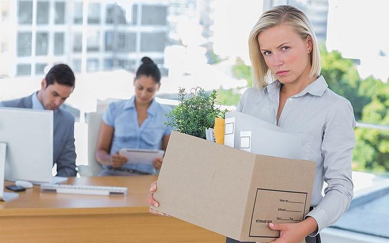 Как правильно уволить сотрудника, чтобы не оказаться на скамье подсудимых