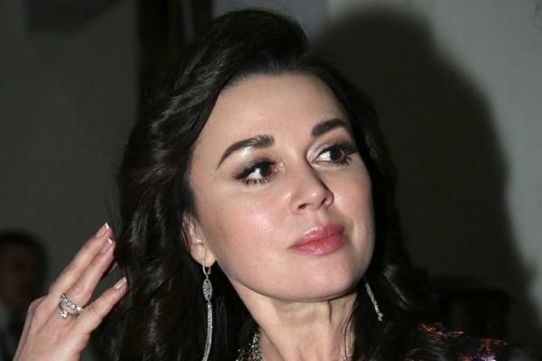 Родные Заворотнюк высказались о сборе средств на лечение актрисы