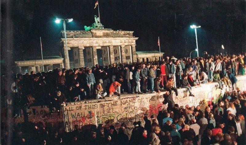 День разрушения Берлинской стены: 30-летний юбилей воссоединения Германии празднуют во всем мире