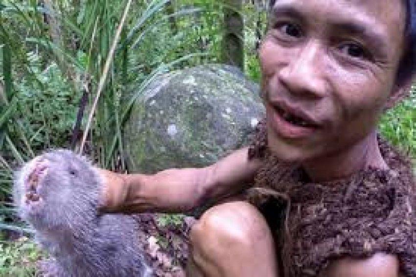 Семья-маугли 41 год жили в джунглях без контакта с миром