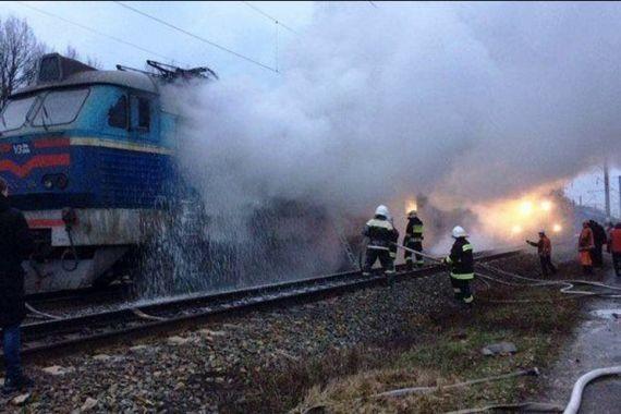 Под Черниговом на ходу загорелась электричка с пассажирами