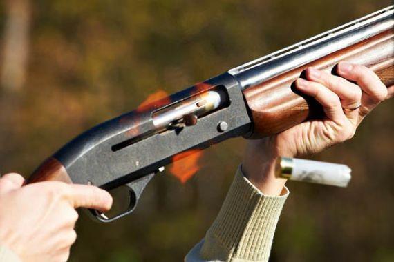 На Алтае пьяный 41-летний мужчина тяжело ранил из ружья 13-летнюю дочь