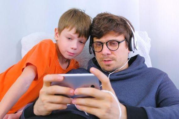 Ученые назвали болезни, которые вызваны использованием смартфонов