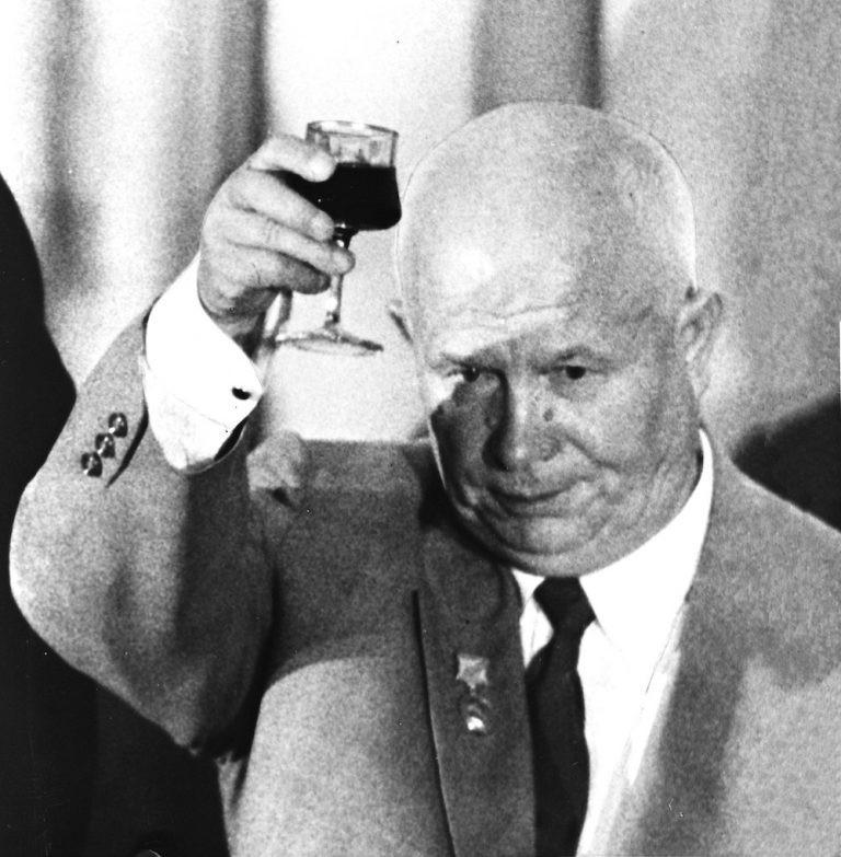 Как отстранили Хрущева благодаря внутрипартийному заговору