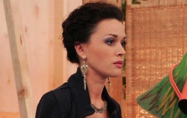 Стало известно, как лечат Анастасию Заворотнюк
