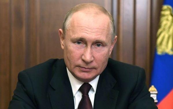 Путин поручил вновь выплатить по 10 тысяч рублей семьям с детьми