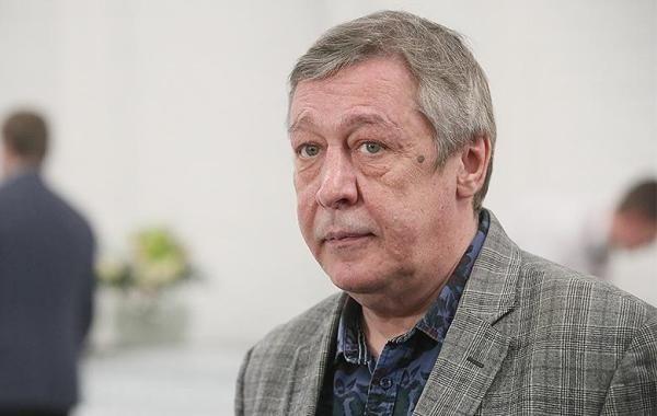 В суде начинают рассматривать дело Михаила Ефремова