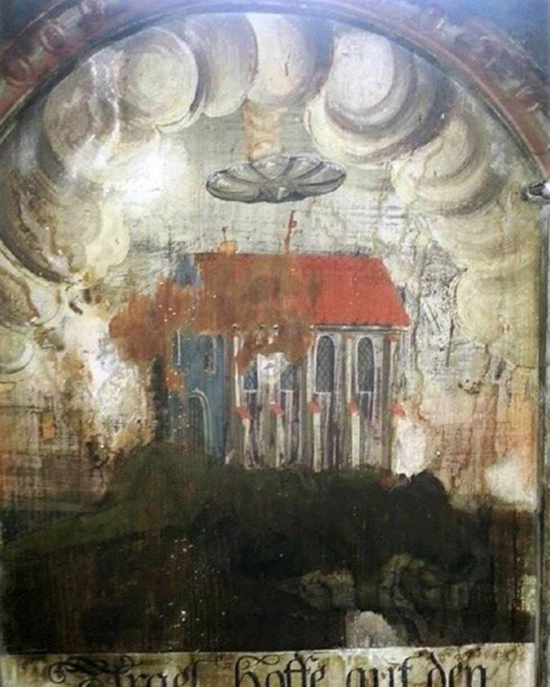 Обнаружена стираная фреска, на которой НЛО поджигает церковь