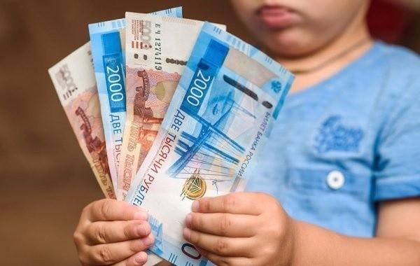 Семьи с детьми озадачены вопросом о выплатах по 10 тысяч рублей в декабре