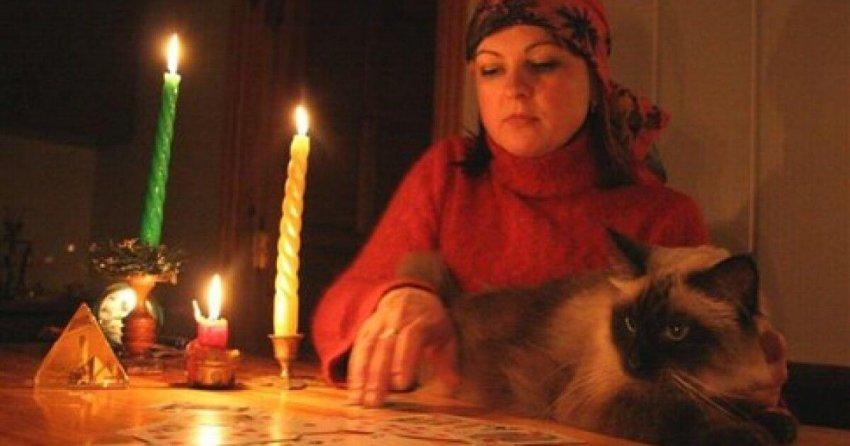 Государство возьмет под контроль гадалок, экстрасенсов и астрологов