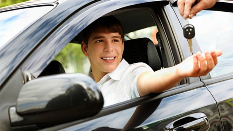 Возраст, с которого можно получить права на вождение автомобиля россиянину