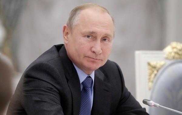 Путин распорядился начать массовую вакцинацию россиян от коронавируса