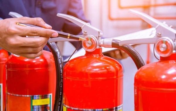 МЧС напомнило о необходимости проверки срока годности огнетушителей