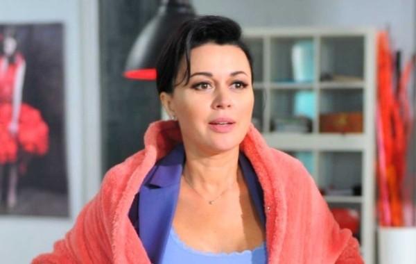 Соседи Анастасии Заворотнюк начали следить за семьей актрисы
