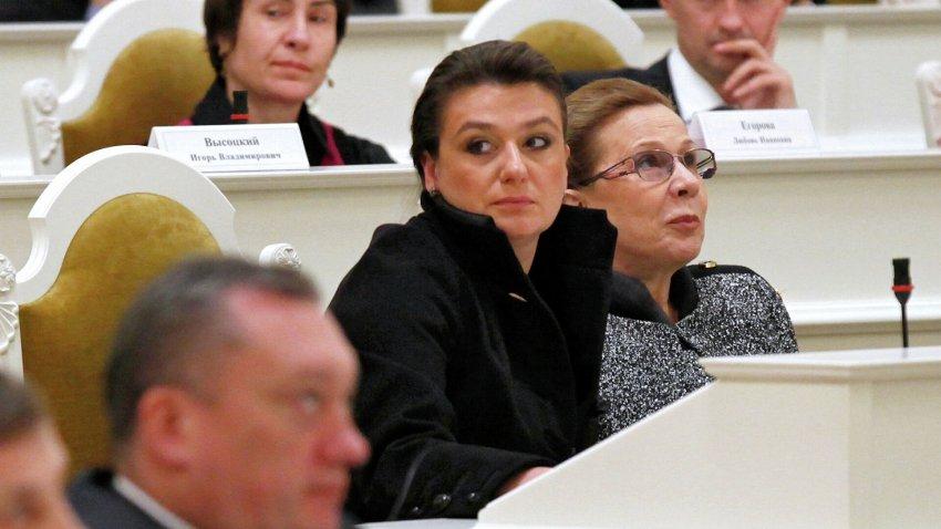 Актриса и депутат Анастасия Мельникова назвала свою зарплату небольшой и скромной