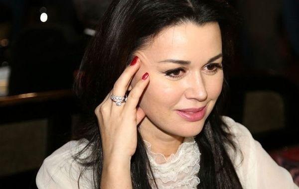 Мужу Анастасии Заворотнюк приходится много работать ради ее лечения
