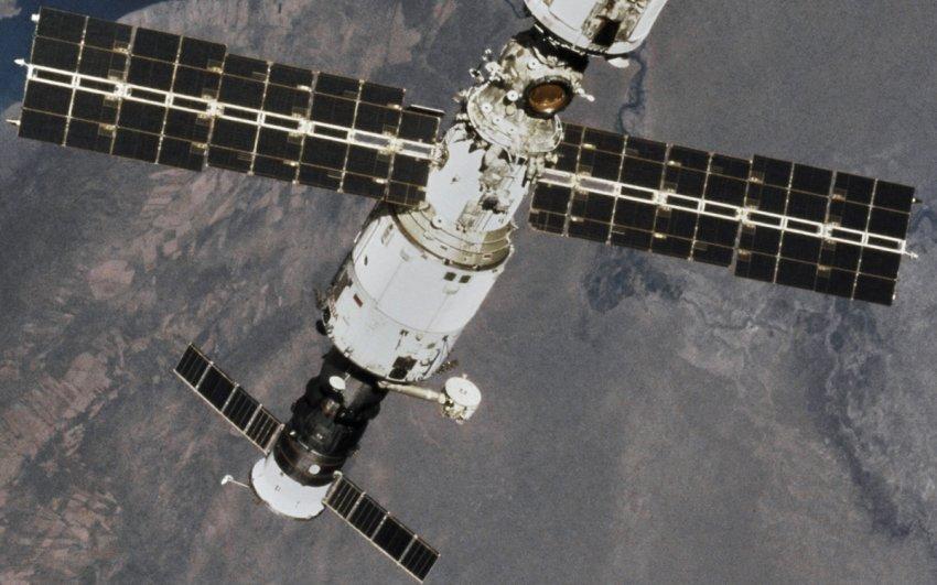Экипаж МКС рассказал о трещинах в корпусе российского модуля