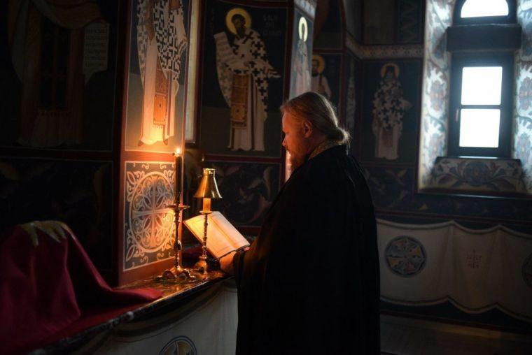 Православные верующие отмечают праздник Великий понедельник в апреле 2021 года