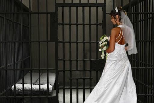 Девушка собралась замуж за преступника, совершившего двойное убийство