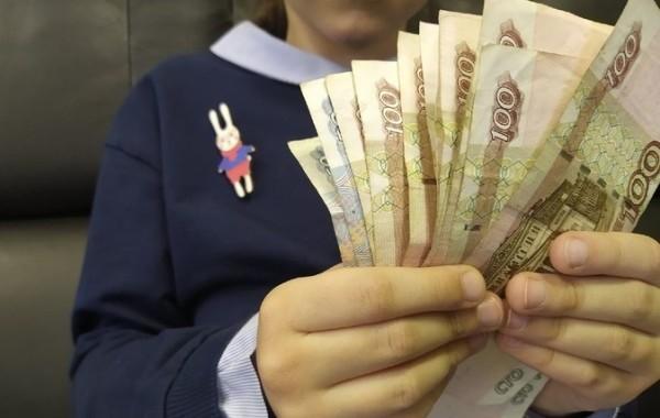 Россиянам рассказали, как оформить выплату на детей от 8 до 16 лет