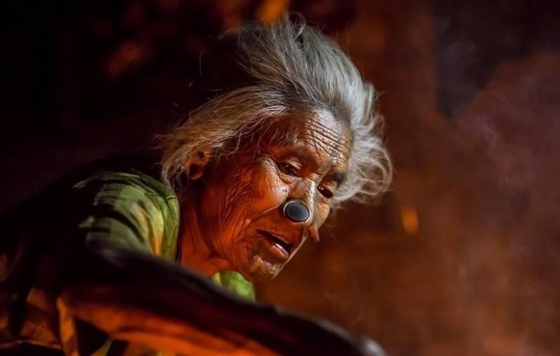 Носовые втулки являются обязательной составляющей жизни женщин в племени апатани