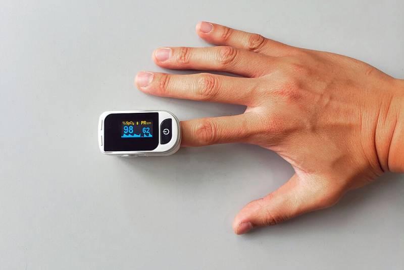 Постоянный контроль уровня сатурации поможет предупредить тяжелые осложнения во время эпидемии