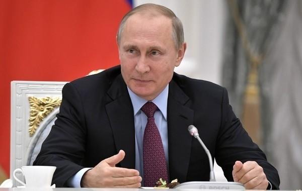 Путин подписал поручения о выплатах детям и семьям