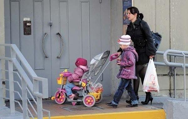 Госдума приняла поправки о новых мерах поддержки семей с детьми