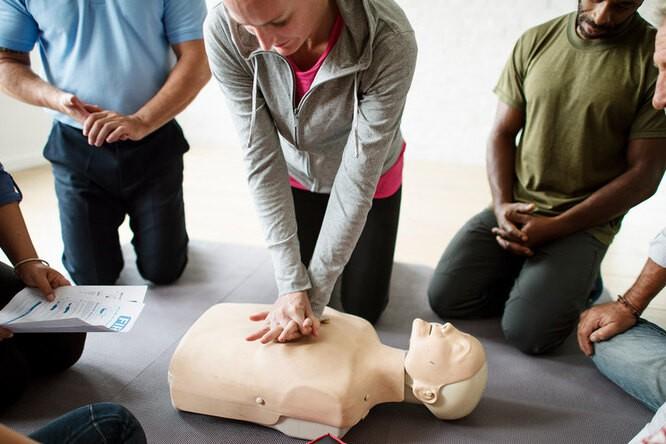 Спасаем человека: самые частые вопросы о первой помощи