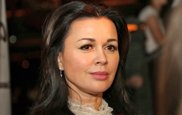 Тяжелобольная Анастасия Заворотнюк вскоре может стать бабушкой