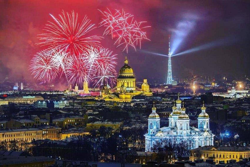 Салют и концерт на Дворцовой в День города СПБ в 2021 году: какой будет праздничная программа на 27-30 мая