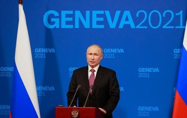 Путин назвал сознательным шагом возвращение Навального в Россию
