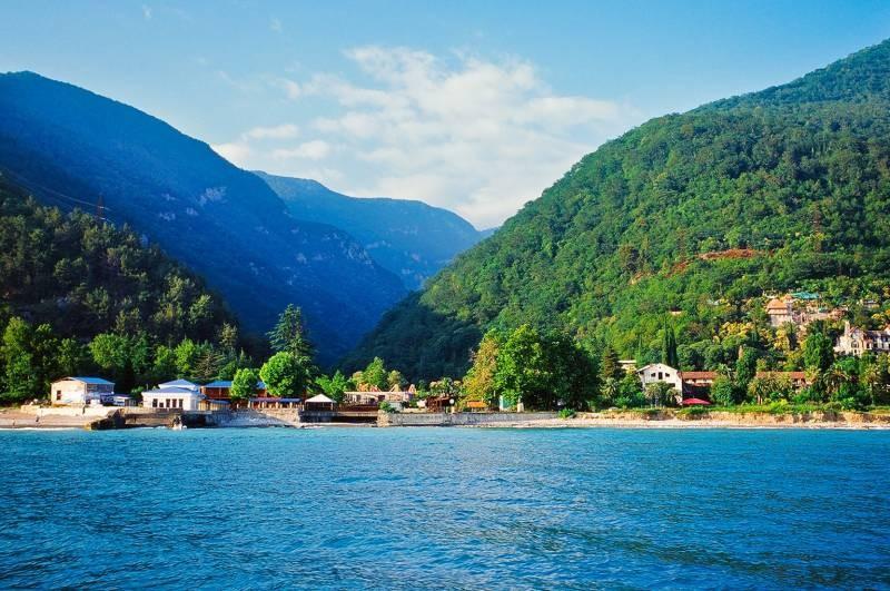 Почему в Абхазии местный житель напал на российских туристов