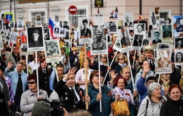 """В Кремле назвали условие для проведения шествия """"Бессмертного полка"""""""